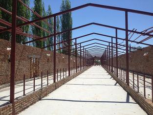 중국 조립식으로 만들어진 강철 구조상 창고 작업장 강철 외양간 및 건축 협력 업체